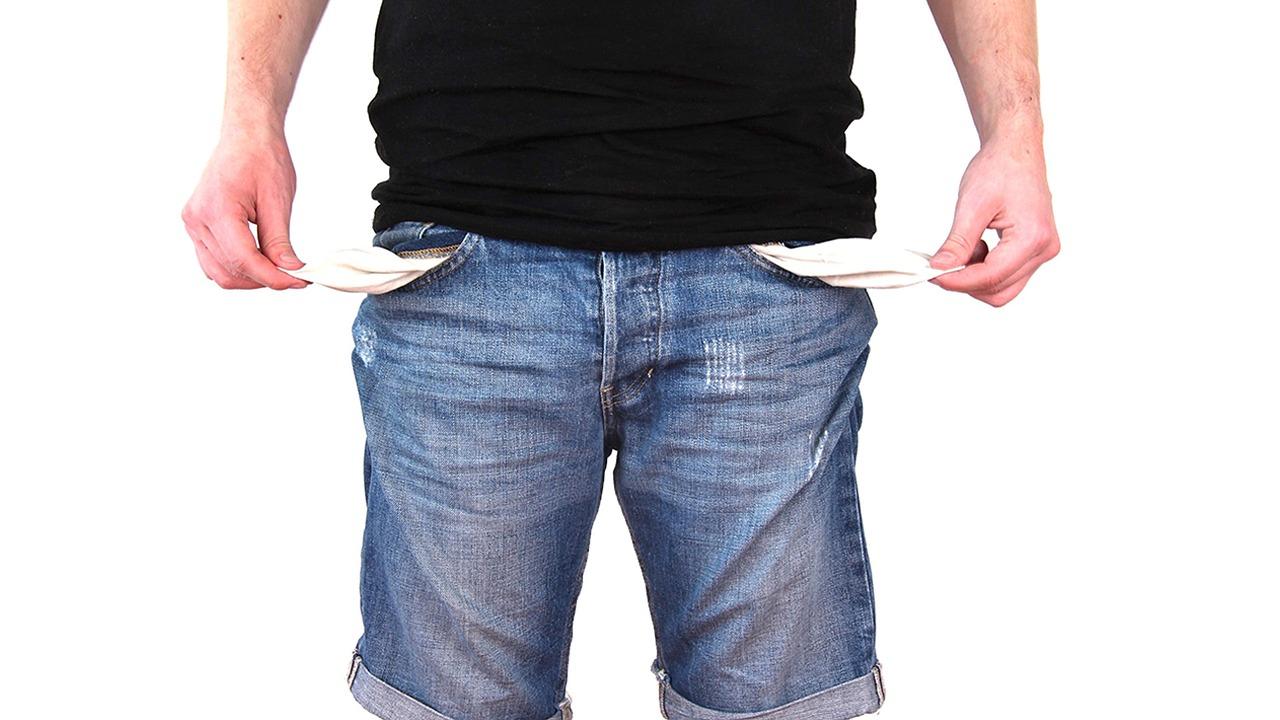 En gjeldsordning kan være en løsning for personer som sliter med mye kredittgjeld.